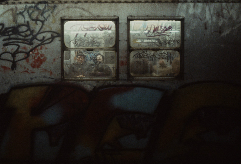 christopher-morris-photographs-the-gritty-NYC-subway-in-1981-designboom-01