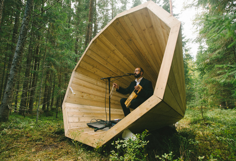 estonian-students-forest-megaphones-library-rooms-voru-county-designboom-12